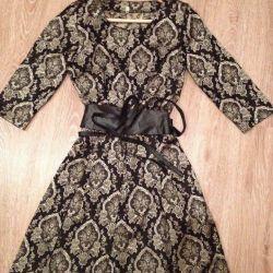 Платье с ремнeм
