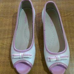 Sandals p 35