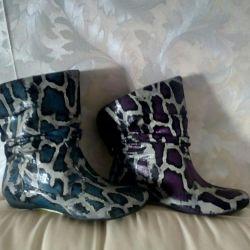 Half boots demi-season.