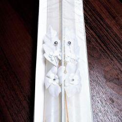 Bir yaka çiçeği ile beyaz düğün mumlar (2 adet.)