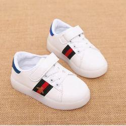Parlayan spor ayakkabı