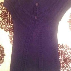 A sleeveless shirt