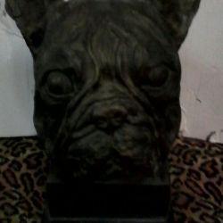 Câine de bronz