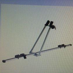 Bir arabanın bagajına bisiklet taşıyıcı alüminyum Amos-2