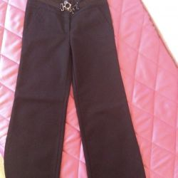 Kızlar için okul pantolonları 122-128r.