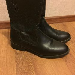 Different boots 39-40
