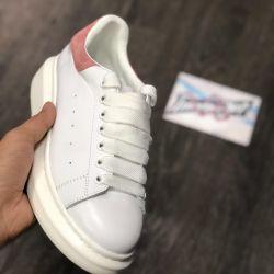 Pantofii lui Alexander McQueen