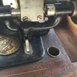 Dikiş makinesi ORİJİNAL-VICTORIA, antika