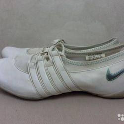 Кроссовки фирмы Nike 41 размера