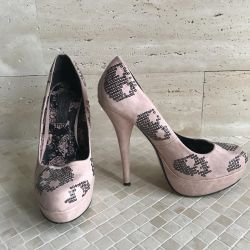 Shoes with paillettes