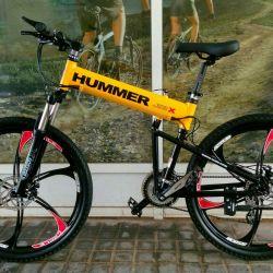 Siyah döküm tekerlekler üzerinde sarı bisiklet Hummer