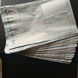 Farklı boyutlarda posta çantaları