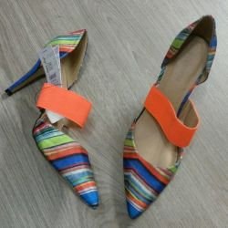 Shoes are new! Very bright and fashionable. 40 p.