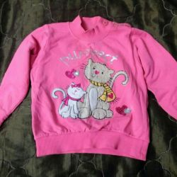 Beautiful warm blouse for a girl 2-4 years old