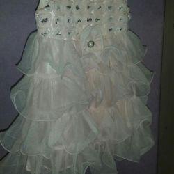 Κομψό φόρεμα για μια πριγκίπισσα