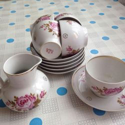 Τσάι ζευγάρι και κανάτα γάλακτος