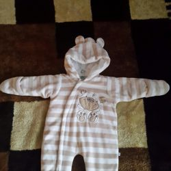 Yeni doğmuş bebekler için sıcak tulumlar