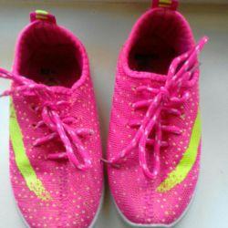 Кросівки розмір 29