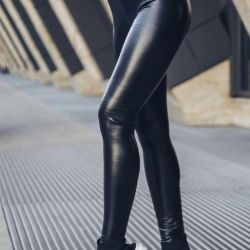 Leggings eco-leather. New without label.