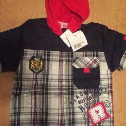Shirt with a hood and short sleeves