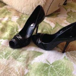 Burnu açık ayakkabı