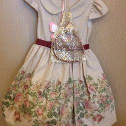 Κομψό, πολυτελές φόρεμα για ένα κορίτσι
