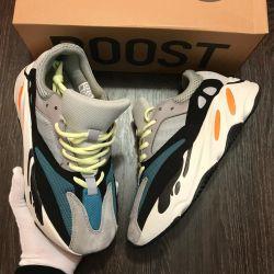 Adidas Yeezy 700 Sneakers