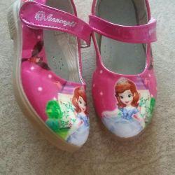 Pantofi pentru o fata cu Printesa Sophia