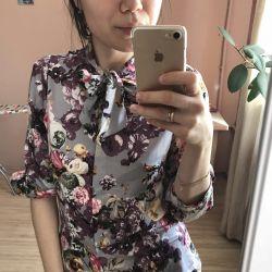 Μπλούζα σε ένα λουλούδι με πλώρη