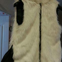 Меховая жилетка с капюшоном. Р48