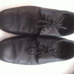 I sell leather shoes Parisian commune