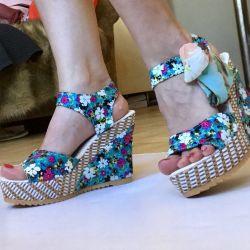 Floral sandals on platform 34