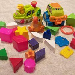 Παιδιά και παιχνίδια για μωρά στο sandbox