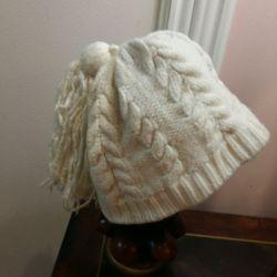 Φθινόπωρο-χειμώνα λευκό καπέλο για τα κορίτσια.