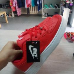 In stock Sneakers are new