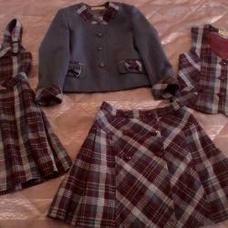 Uniformă școlară pentru fetiță pe dimensiunile de 128 - 138 cm