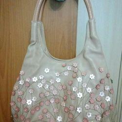 Τσάντα νέων γυναικών.