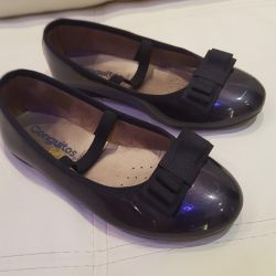 Lacquered ballet shoes for girls
