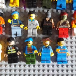 Lego figures and accessories