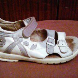 Ortopedik sandaletler