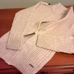 Sweatshirt with a zipper new. 116