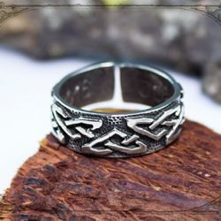 ring with Celtic ornament