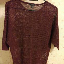 Lightweight, knitted T-shirt