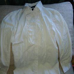 👚 Strict white shirt