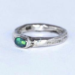 Opal ile gümüş yüzük