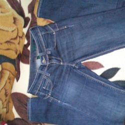 Jeans Beneton, 25 stretch, se potrivesc chiar la 44 de ani