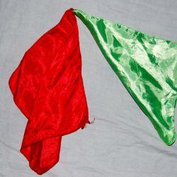 Фокус из двух платков, меняющих свои цвета