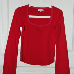 T-shirt with long sleeves. In a good condition.