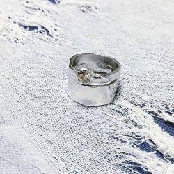 Zirkon taşlı gümüş yüzük