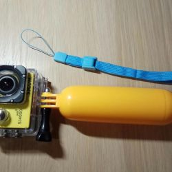 Floating monopod, float for action camera